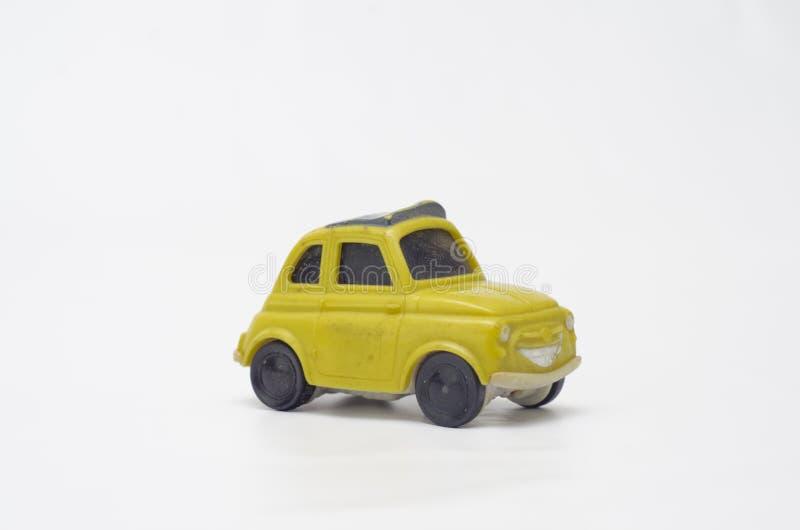 Vecchia ed automobile di plastica gialla divertente fotografia stock