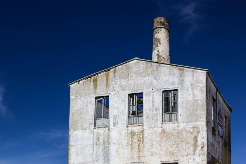 Vecchia fabbrica abbandonata in Lagoa sull'isola di sao Miguel fotografia stock libera da diritti