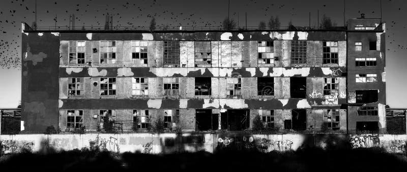 Vecchia fabbrica rovinoso fotografia stock libera da diritti
