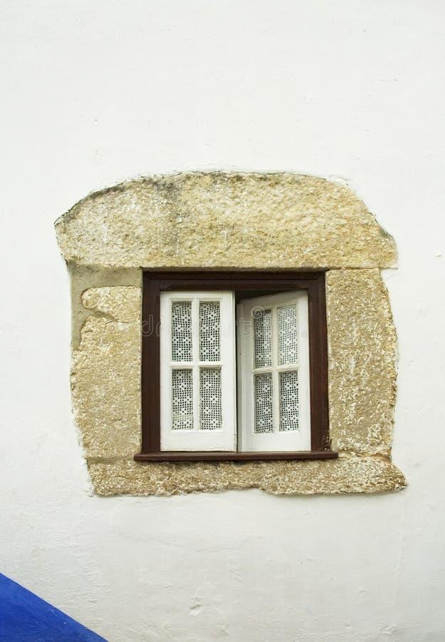 Vecchia finestra immagine stock immagine di materiale for Finestra vecchia