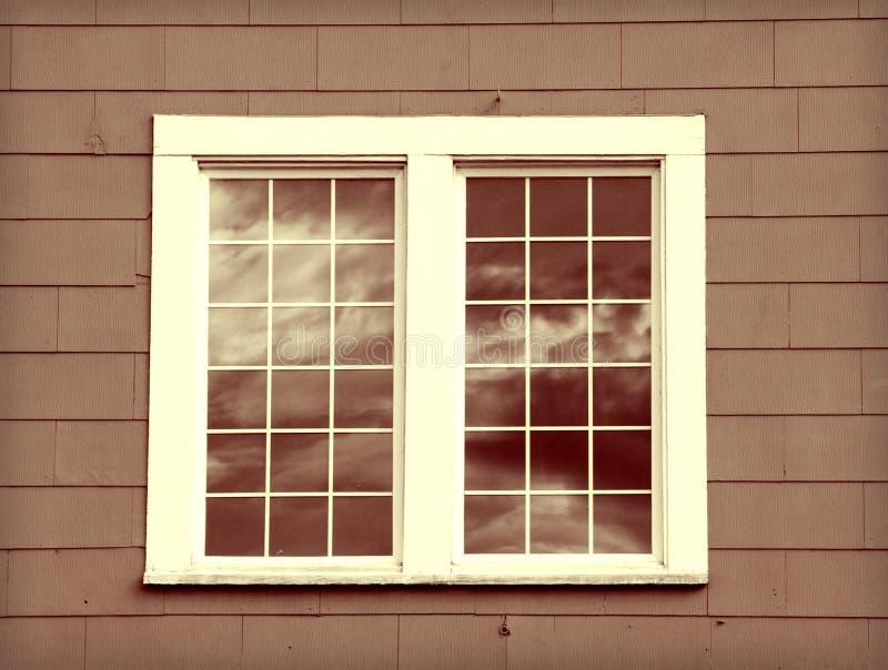 Vecchia finestra immagine stock immagine di wooden for Finestra vecchia