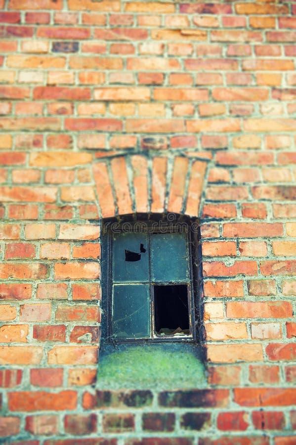 Vecchia finestra del metallo immagine stock immagine di for Finestra vecchia