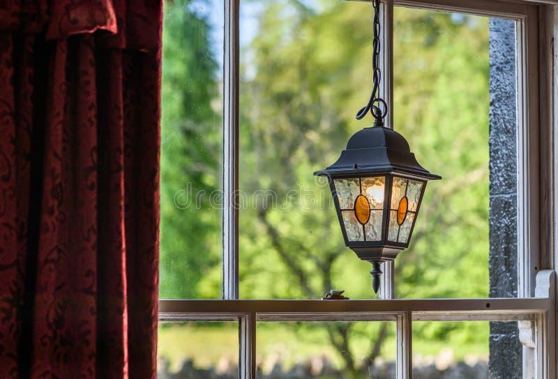Vecchia finestra del pub fotografia stock libera da diritti