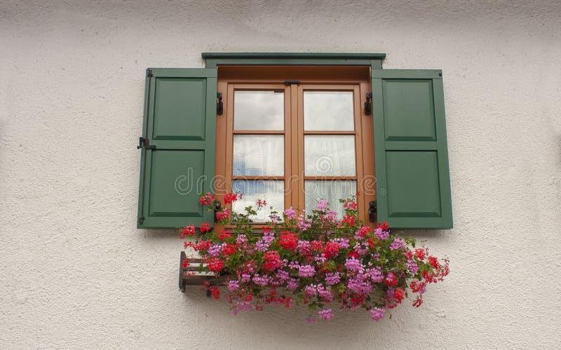 Vecchia finestra della Camera fotografie stock