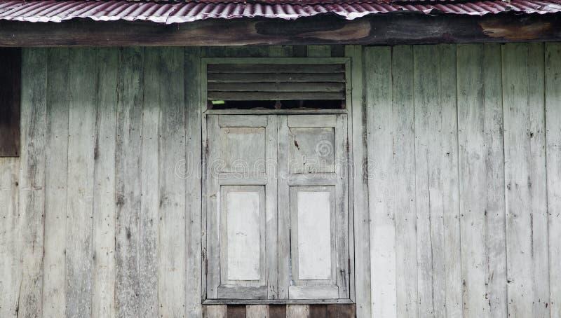 Vecchia finestra fondo di legno vecchia parete immagine for Finestra vecchia