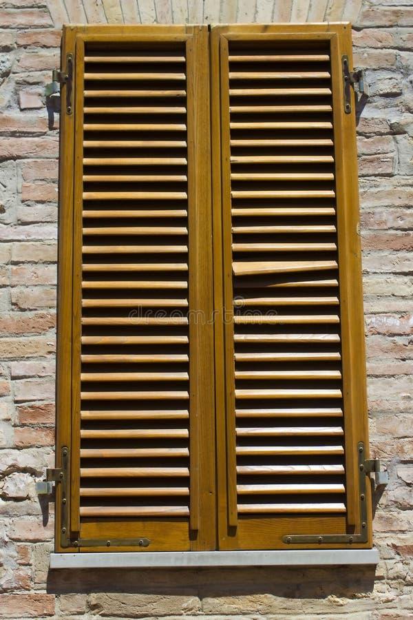 Vecchia finestra italiana immagini stock