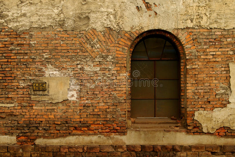 Download Vecchia Finestra Sul Muro Di Mattoni Rosso Fotografia Stock - Immagine di particolare, antique: 30832098