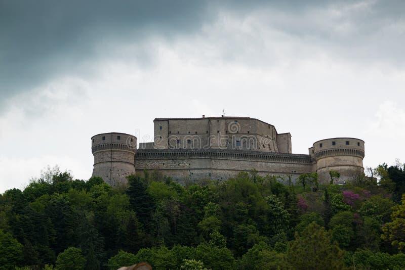 Vecchia fortezza medievale nella città di San Leo delle regioni della Marche in Italia fotografia stock libera da diritti