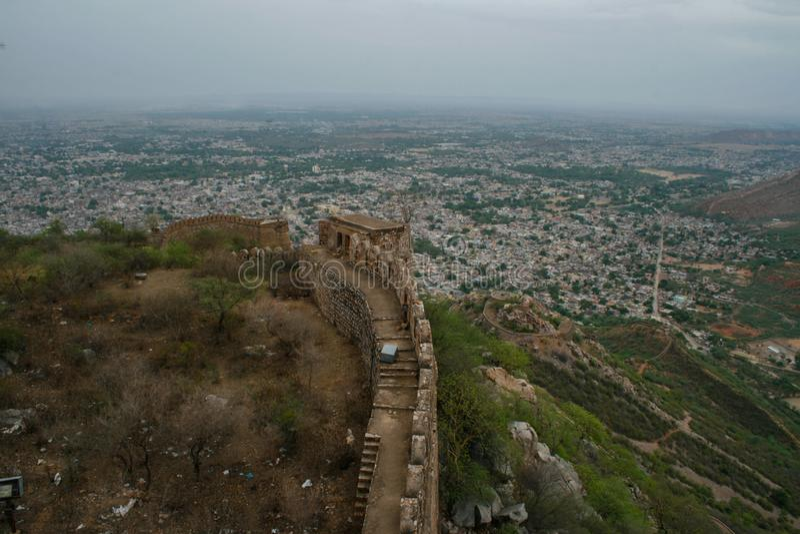 Vecchia fortificazione in Alwar Ragiastan India immagini stock