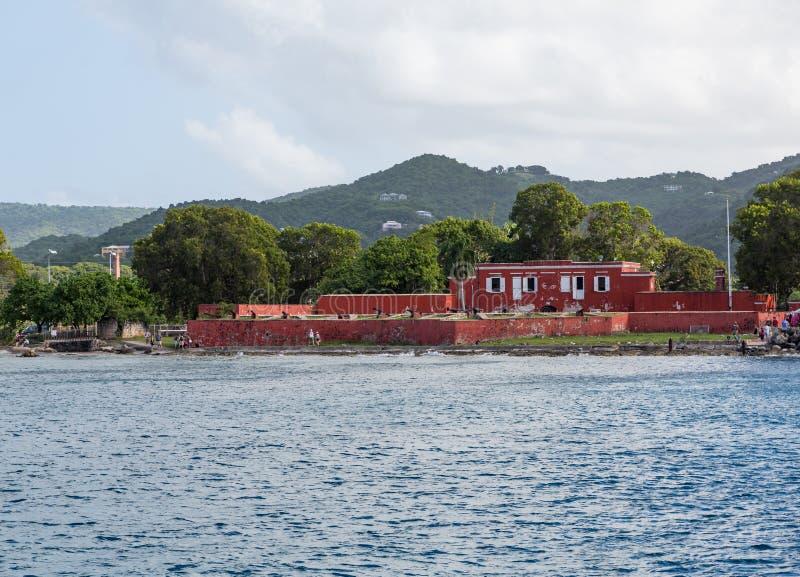 Vecchia fortificazione rossa sulla st Croix Coast fotografie stock