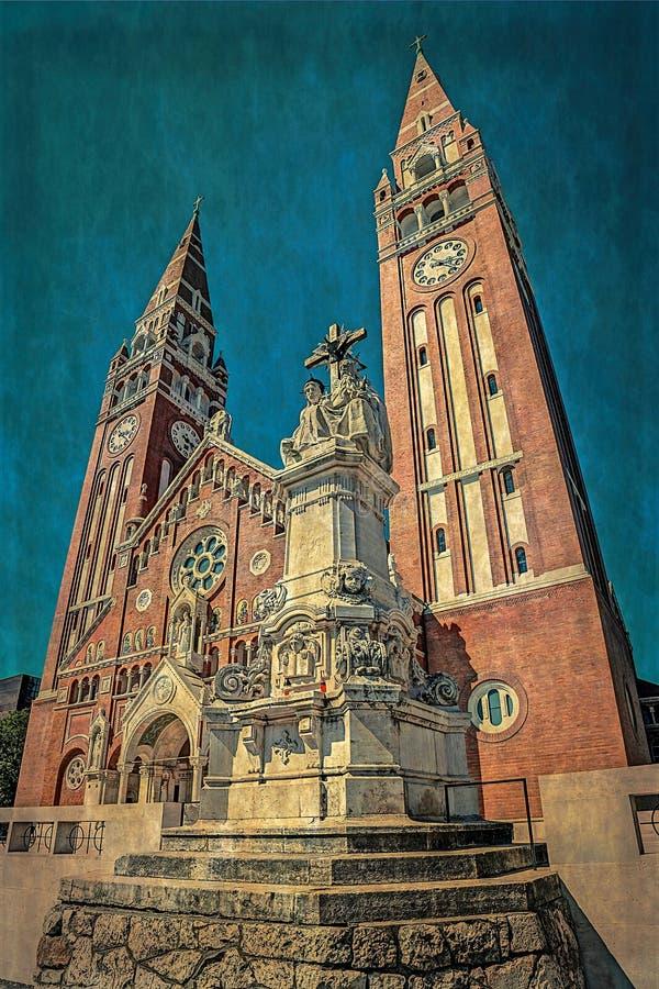 Vecchia foto con la Chiesa votiva di Nostra Signora dell'Ungheria a Szeged fotografie stock libere da diritti