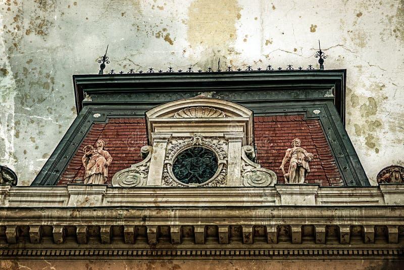 Vecchia foto con la facciata su costruzione classica Belgrado, Serbia 2 immagini stock libere da diritti