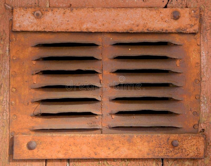 Vecchia griglia arrugginita di ventilazione fotografia stock