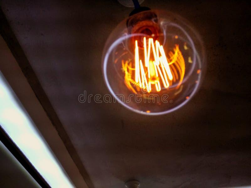 Vecchia lampada dell'annata fotografia stock