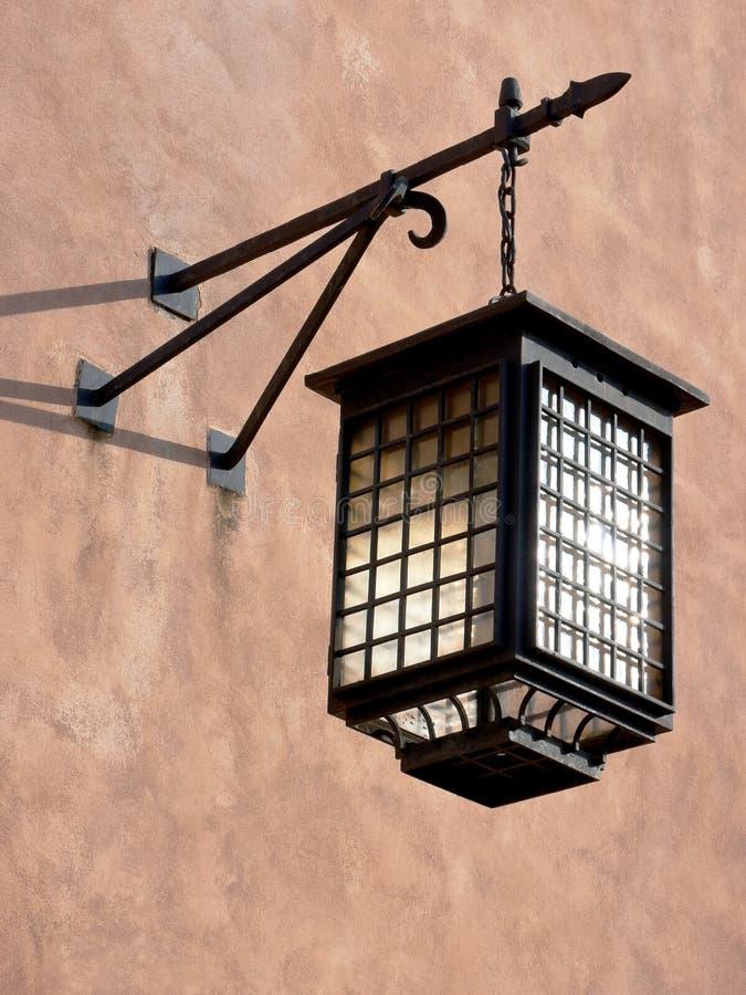 Vecchia lampada della città fotografia stock