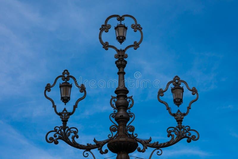 Vecchia lampada di via a Ronda fotografia stock