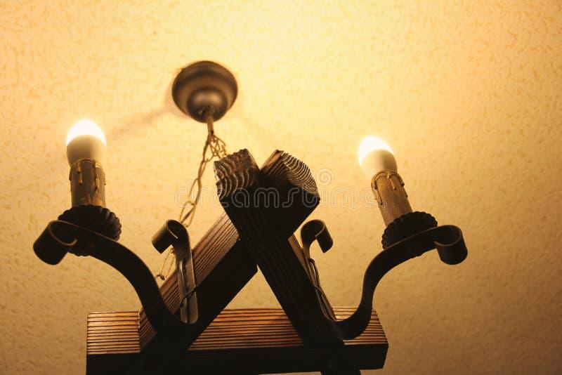 Vecchia lampada Luce elettrica sotto forma di candela immagine stock libera da diritti
