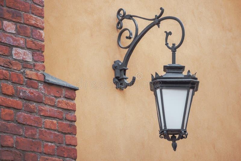 Vecchia lanterna forgiata fotografia stock