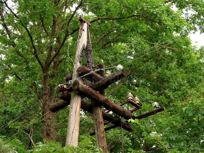 Vecchia linea elettrica di legno immagini stock libere da diritti