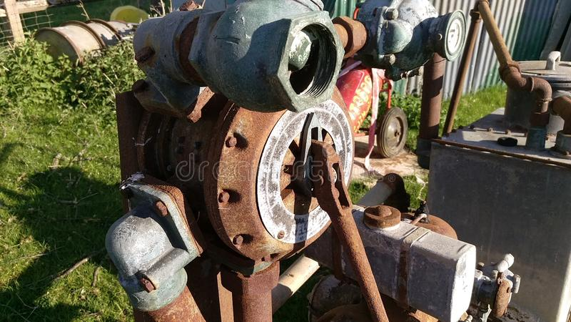 Vecchia macchina arrugginita fotografie stock