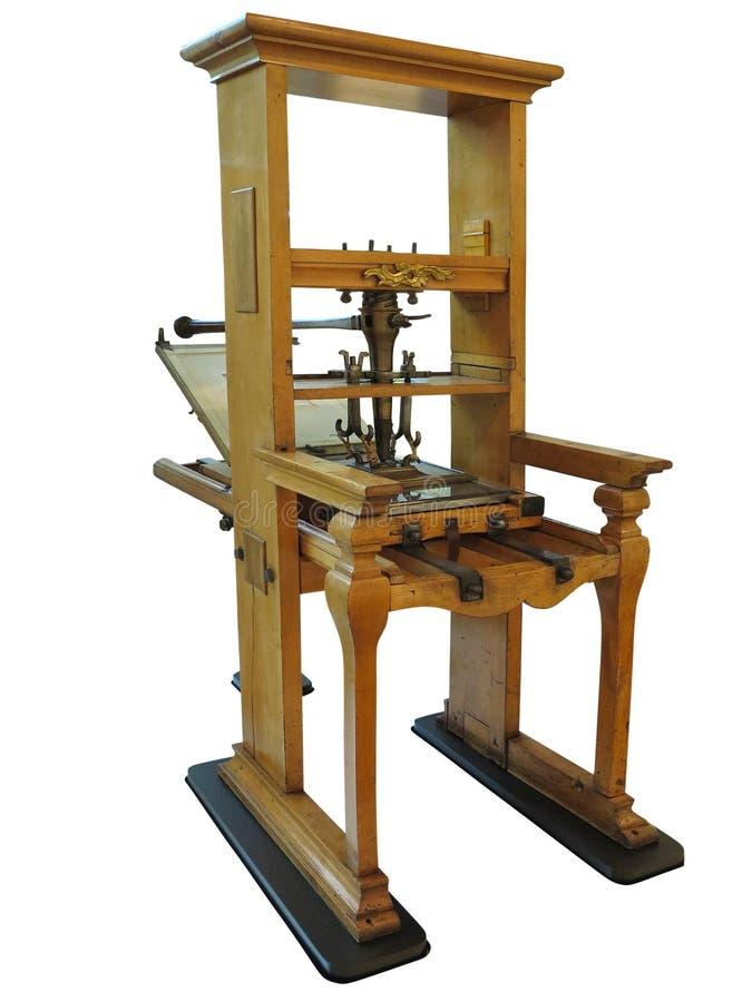 Vecchia macchina d'annata del manuale di stampa tipografica isolata su briciolo fotografia stock libera da diritti