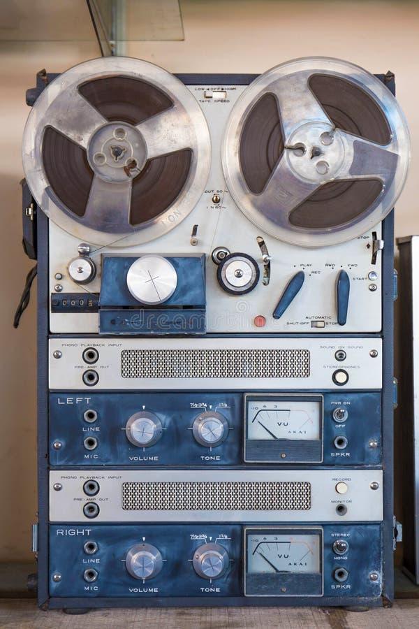 Vecchia macchina di registrazione bobina a bobina Immagine filtrata fotografia stock