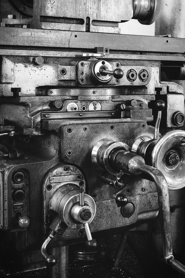 Vecchia macchina di verde per la produzione degli strumenti immagine stock