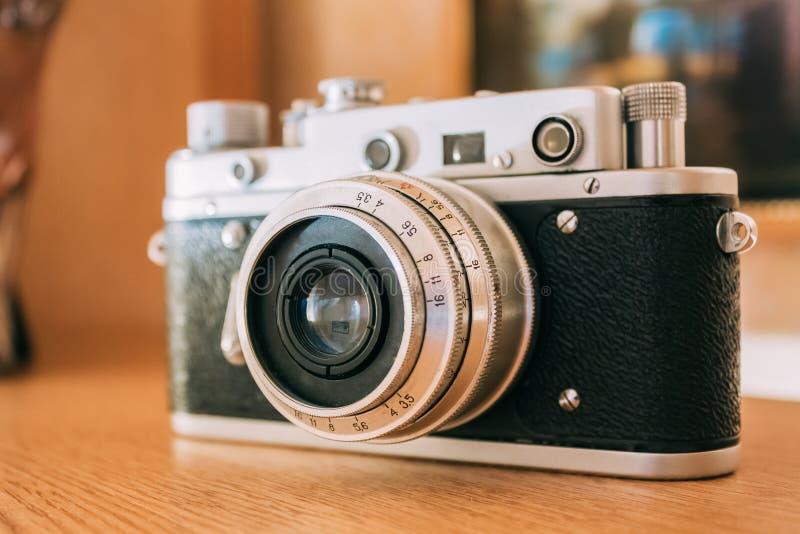 Vecchia macchina fotografica d'annata del telemetro di Piccolo-formato, 1950-1960s fotografie stock libere da diritti