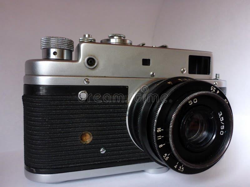 Vecchia macchina fotografica d'annata della foto su fondo bianco fotografia stock