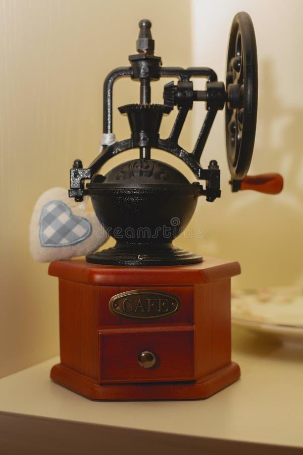 Vecchia macchina meccanica del caffè fotografie stock