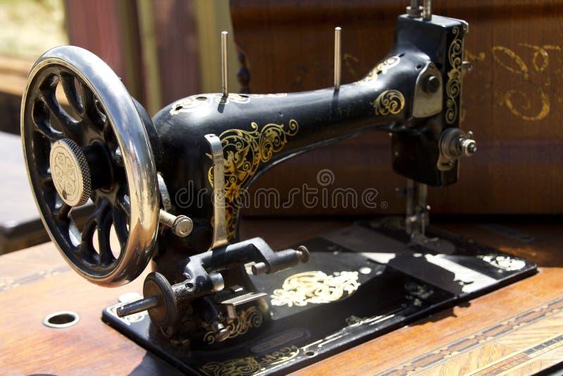 Vecchia macchina per cucire immagine stock
