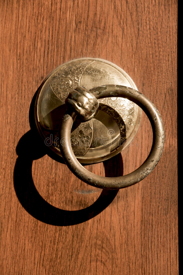 Vecchia manopola di porta fatta a mano dell'ottomano fotografie stock