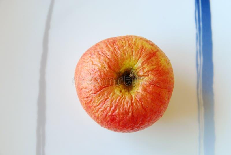 Vecchia mela rossa fotografia stock