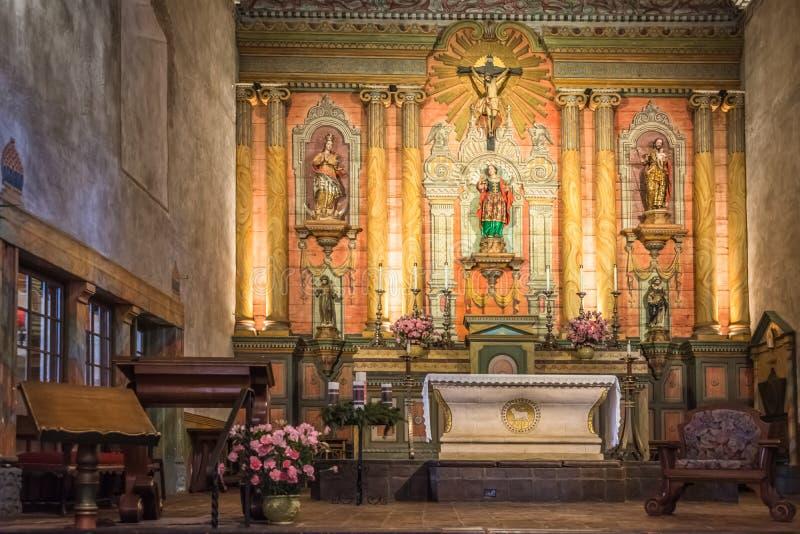 Vecchia missione Santa Barbara Church Interior Altar immagine stock