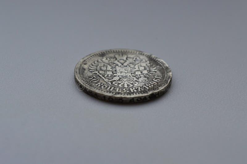 Vecchia moneta d'argento su un fondo bianco immagini stock libere da diritti