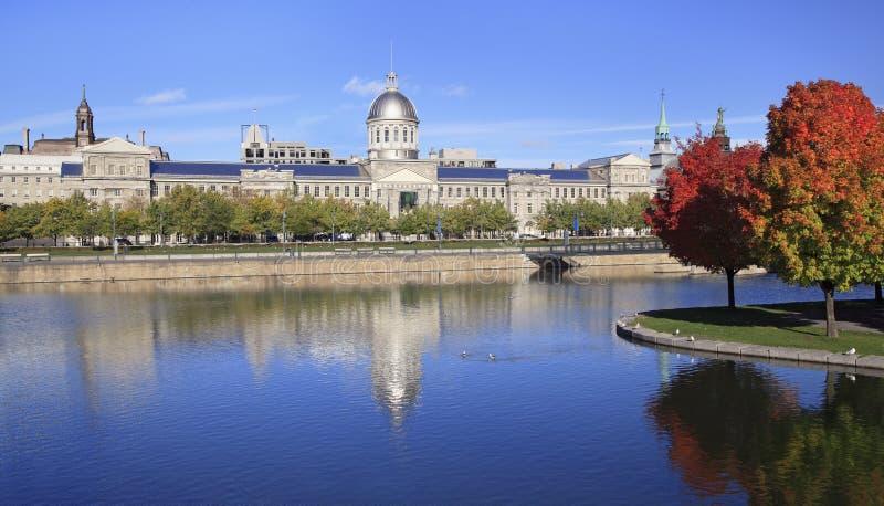 Vecchia Montreal, riflessioni del bacino di Bonsecours in autunno fotografia stock