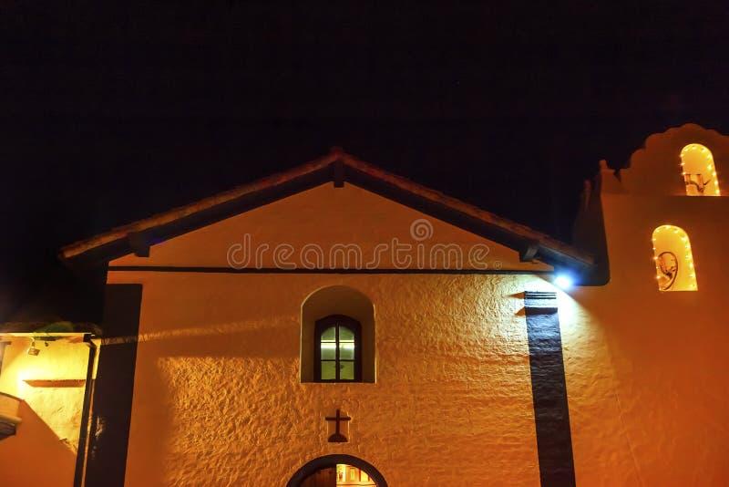 Vecchia notte di Santa Ines Solvang California Cross Bells di missione immagini stock libere da diritti