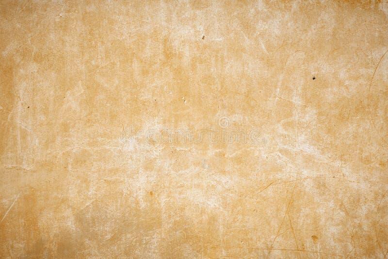 vecchia parete beige con i piccoli fori nella parete fotografia stock