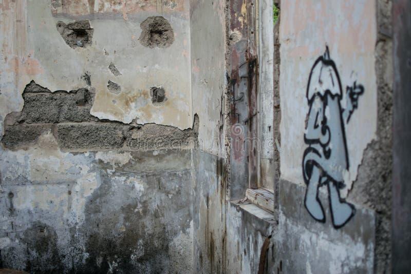 Vecchia parete con i graffiti fotografie stock libere da diritti