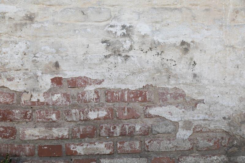 Vecchia parete da un mattone bianco con un layin regolare Orizzontale diretto fotografie stock libere da diritti