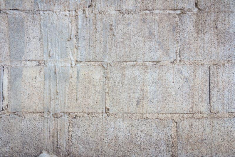 Vecchia parete del blocco in calcestruzzo fotografia stock libera da diritti