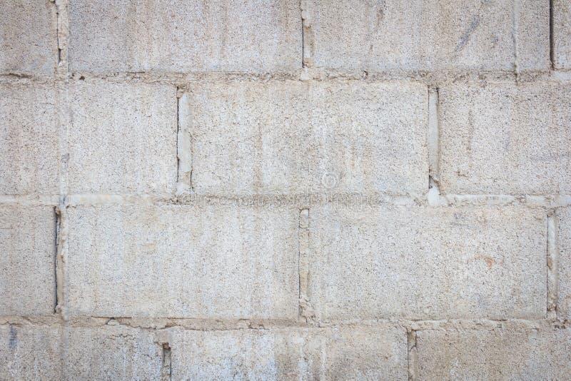 Vecchia parete del blocco in calcestruzzo fotografie stock