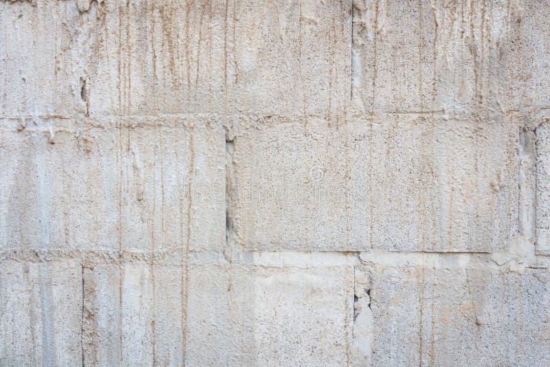 Vecchia parete del blocco in calcestruzzo immagini stock
