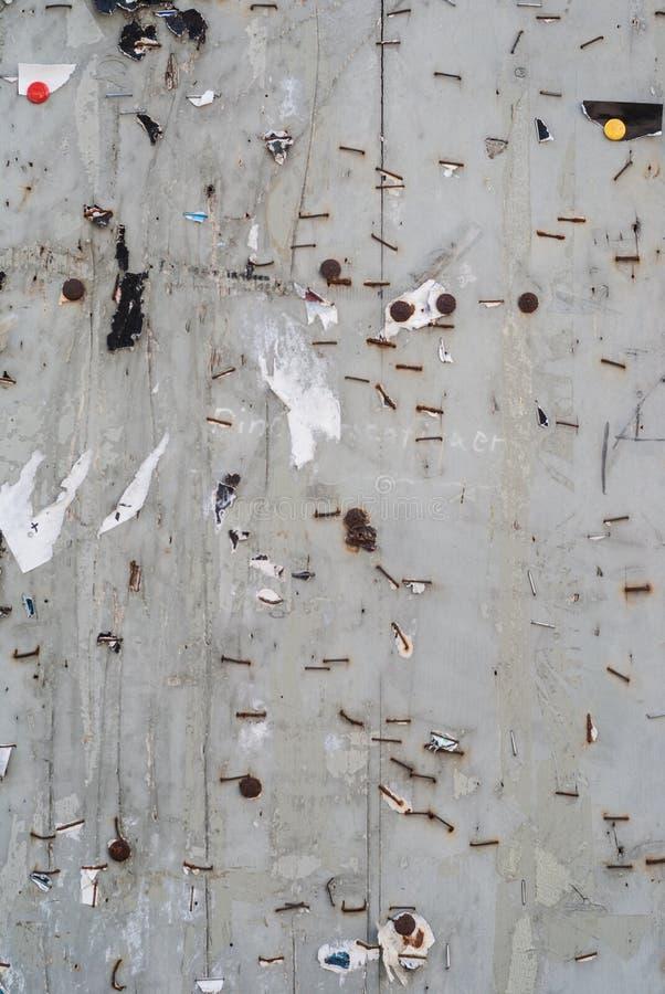 Vecchia parete di legno con le graffette, struttura del nackground fotografia stock