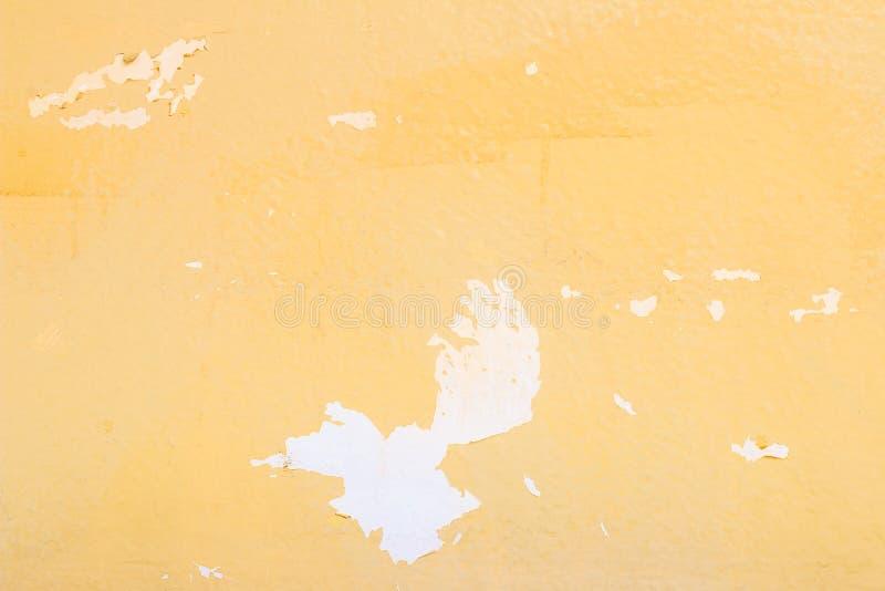 Vecchia parete gialla astratta del cemento di lerciume per il fondo di struttura immagine stock
