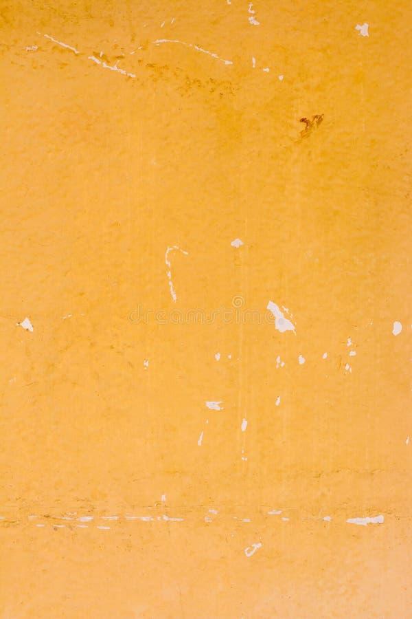 Vecchia parete gialla astratta del cemento di lerciume per il fondo di struttura fotografia stock libera da diritti