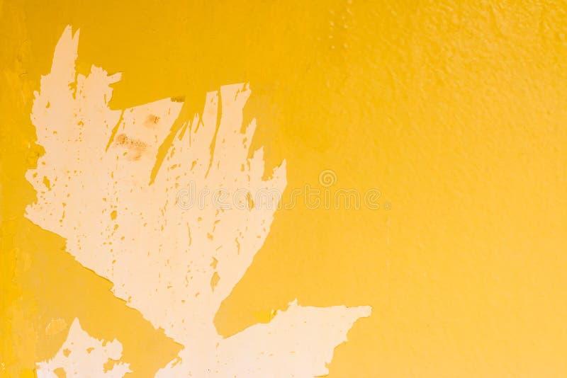 Vecchia parete gialla astratta del cemento di lerciume per il fondo di struttura immagini stock libere da diritti