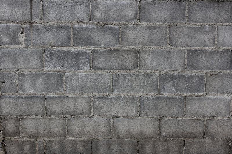 Vecchia parete grigia del blocco in calcestruzzo per fondo fotografia stock libera da diritti