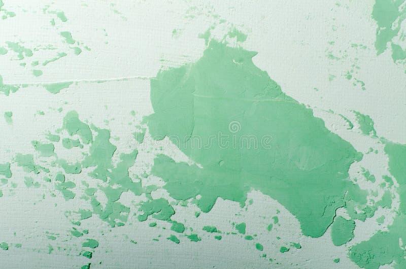 Vecchia parete incrinata nociva della pittura, fondo di lerciume, colore pastello verde immagini stock libere da diritti