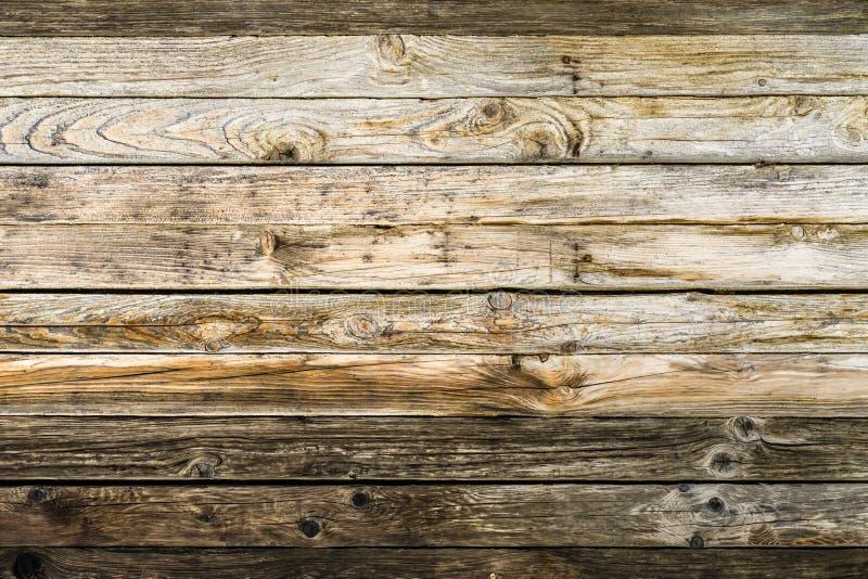 Vecchia parete marrone naturale di legno del granaio Modello strutturato di legno del fondo fotografia stock